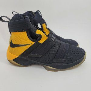 Nike Lebron Soldier High Top Sneakers Sz 6 Youth